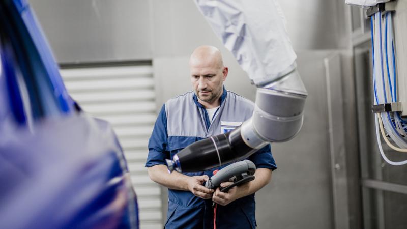首次应用数字孪生技术在喷房中直接模拟漆膜厚度